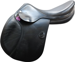 Second Hand Amerigo Vega Jump Saddle Black 17 inch Medium width
